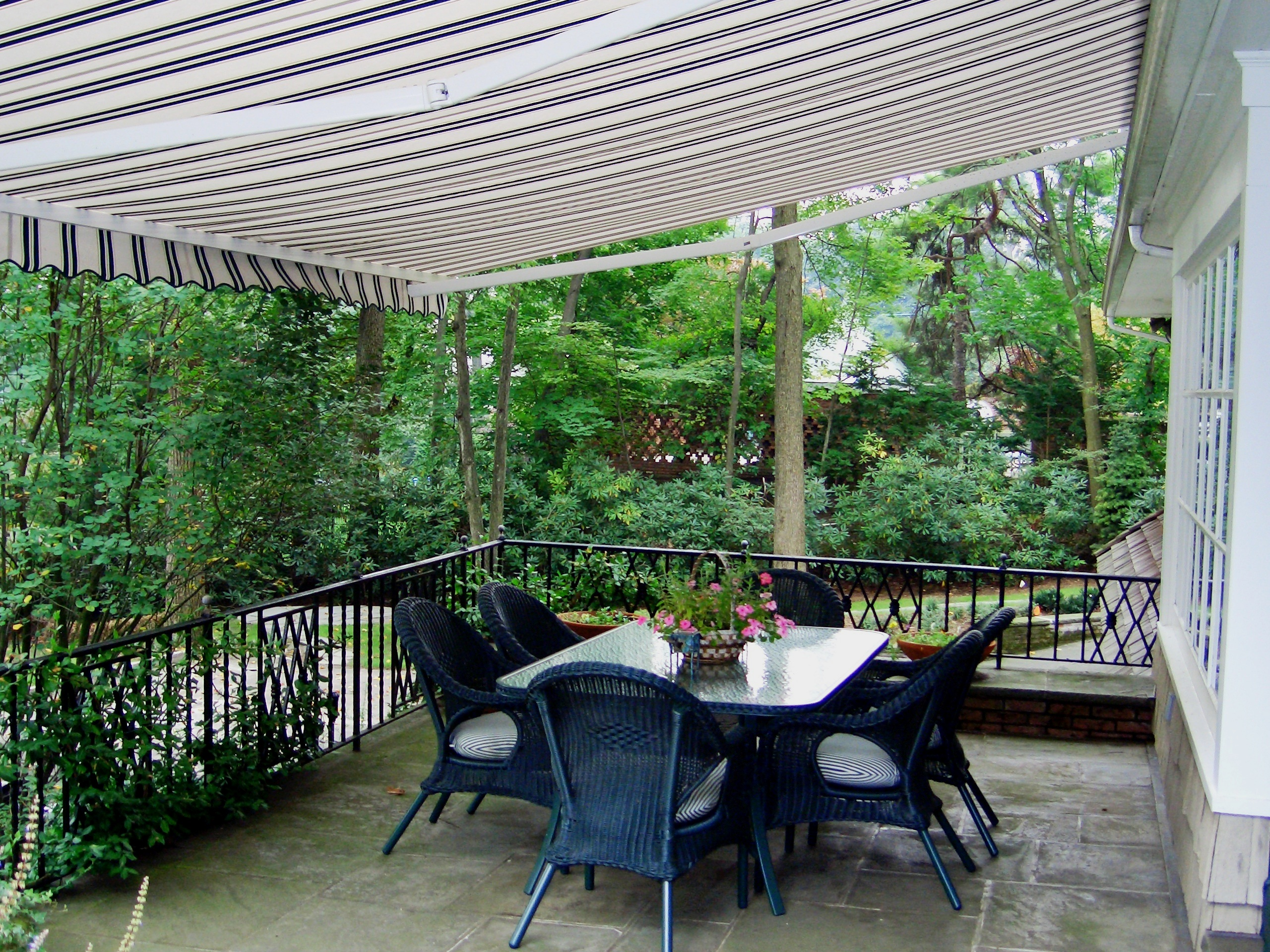 Retractable Awnings | Majestic Awning